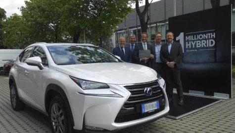 Lexus hibrid desface șampania