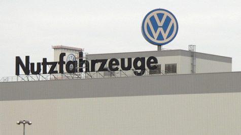 VW transformă trei fabrici pentru construcţia maşinilor electrice
