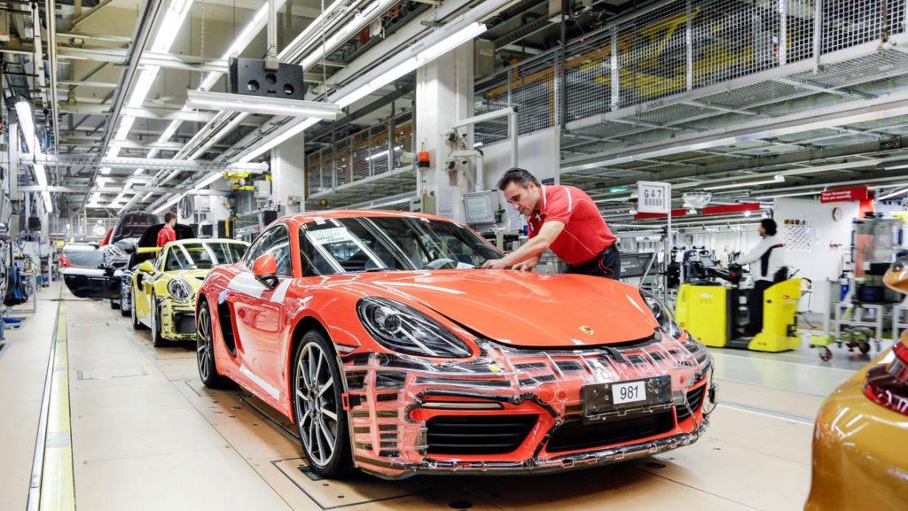 Prima angajații Porsche