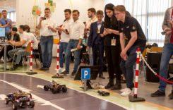 Studenţi pasionaţi de conducerea autonomă. Competiţia Electro-Mobility