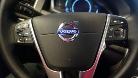 Volvo va utiliza baterii pentru maşini electrice de la CATL şi LG Chem