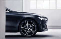 Volvo S90, sedanul ce îmbină luxul sofisticat cu tehnologia intuitivă