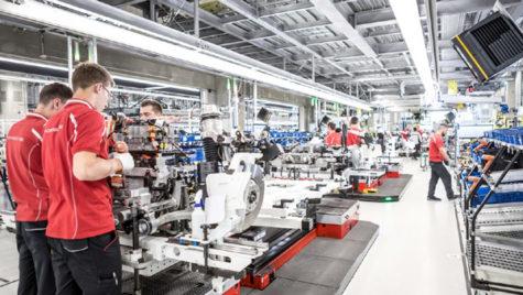 Cum a construit Porsche uzina pentru Taycan, prima sa maşină sport electrică